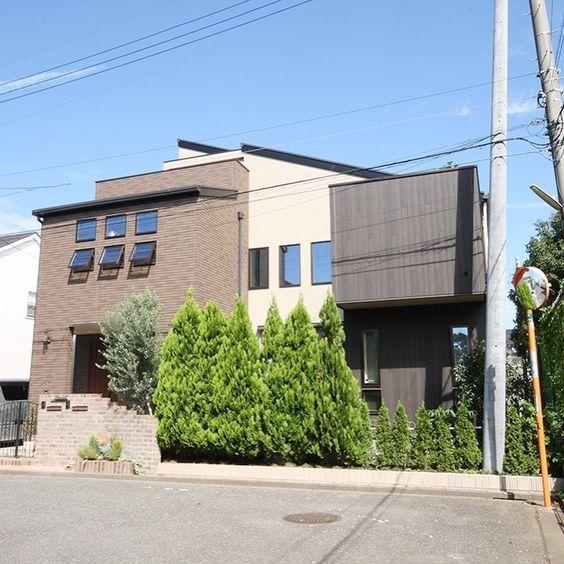 外壁の貼り分けが特徴の注文住宅外観
