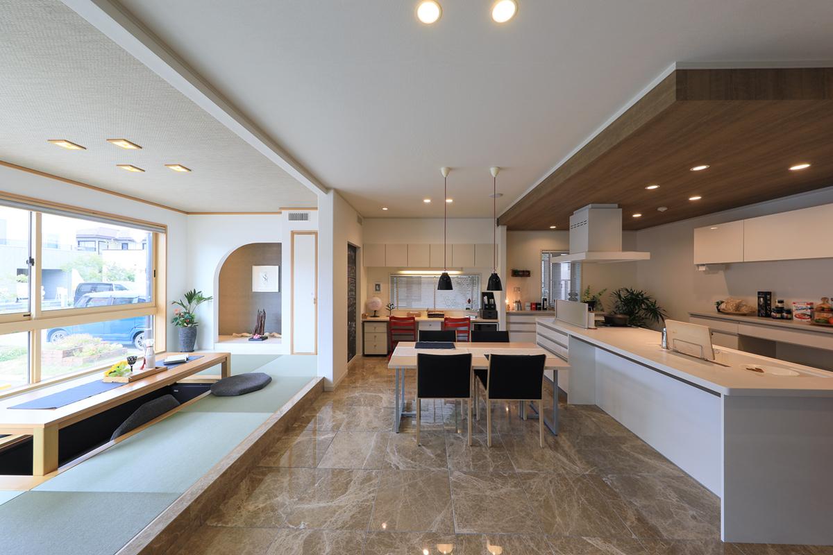 畳スペースと洋室の組み合わせ