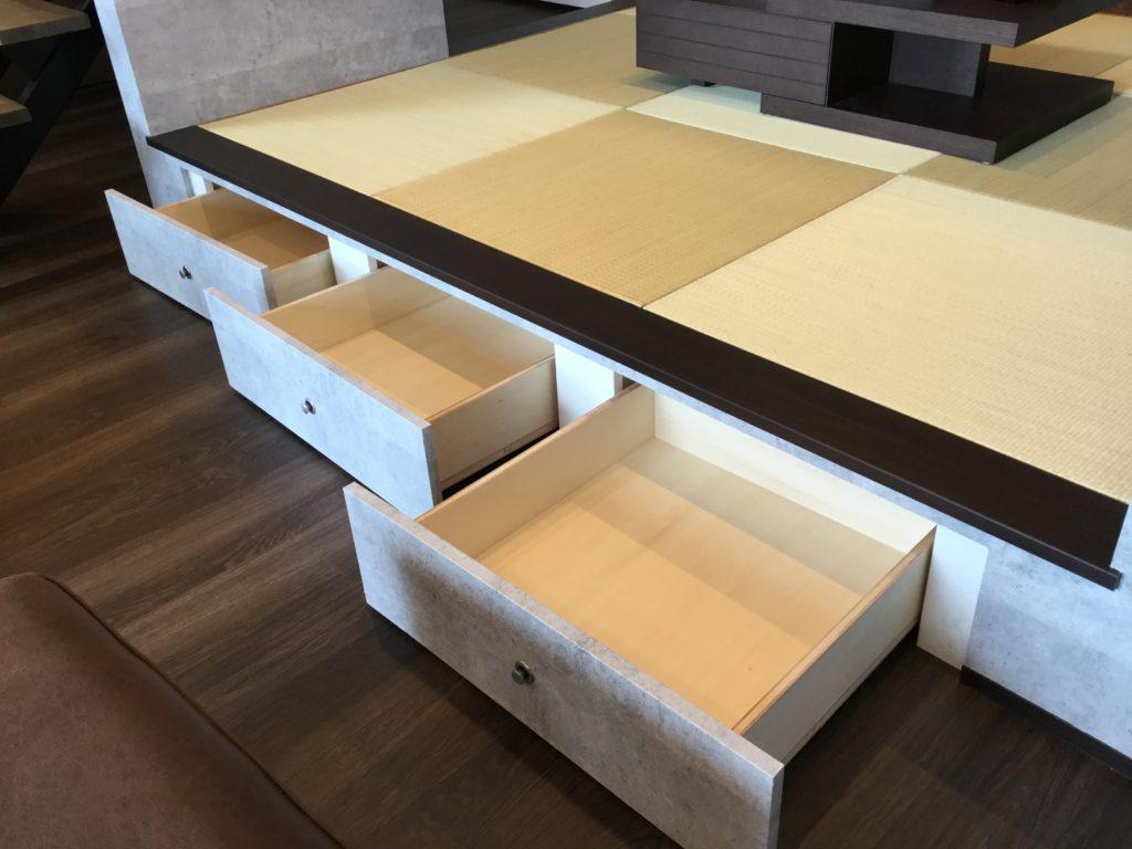 便利な収納付きの畳スペース