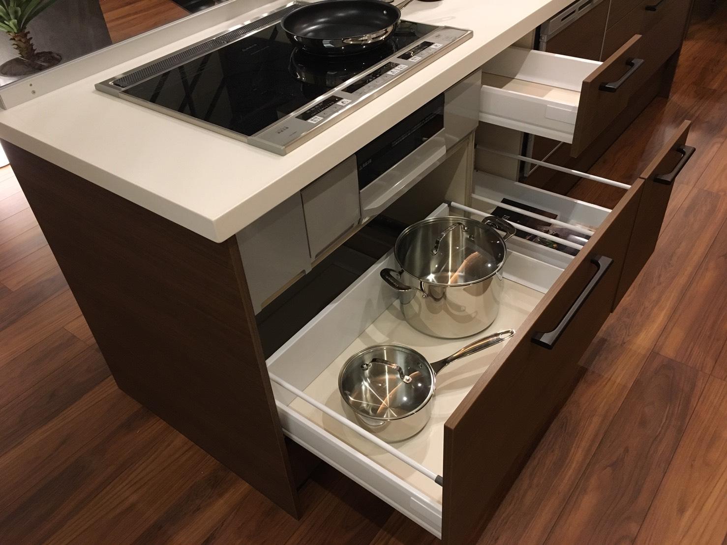 大容量のシンク下キッチン収納